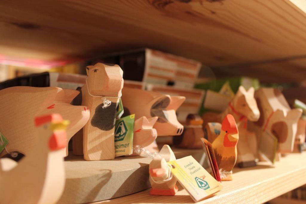 Tierfiguren aus Holz.